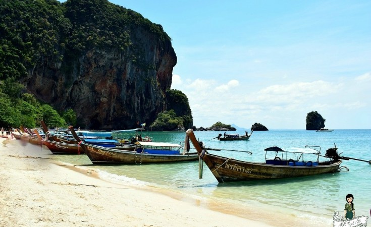 Phrang Nang Cave - Long tail boats - beach