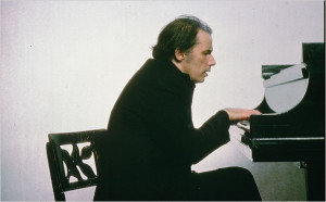 Gould in Toronto in the 70s. One of the most important Bach performers of recent times, he stopped playing in public after 1964 due to acute stage fright - and making it big in the stock market.