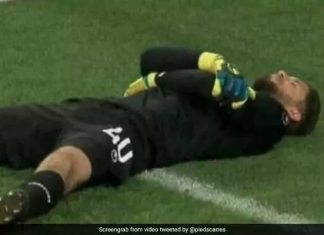 tunisia goalkeeper fakes injury 625x300 1528193380025