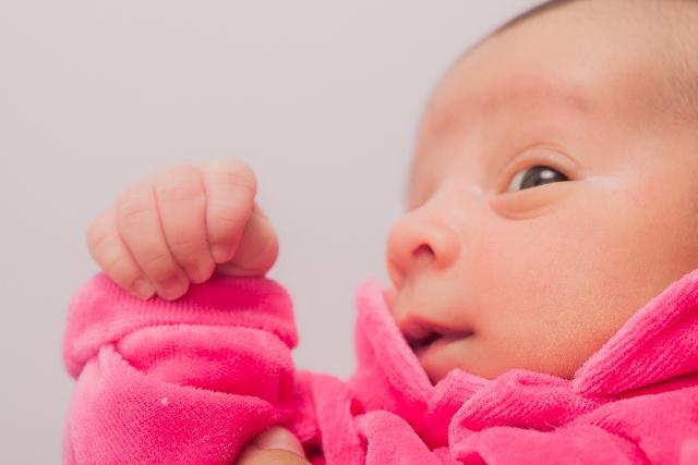 赤ちゃんの目が開くのが遅い時の対処方法はこれ!