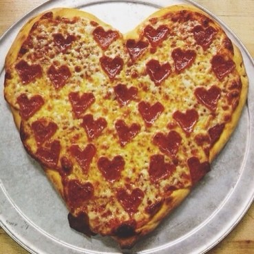 90918-Heart-Pepperoni-Pizza