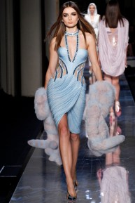 atelier-versace-fall-2014-couture-09_180800639833