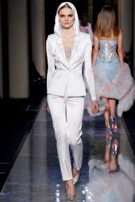 atelier-versace-fall-2014-couture-10_180801363176