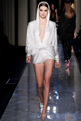 atelier-versace-fall-2014-couture-20_18080932133