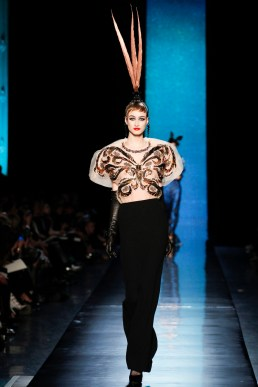jean-paul-gaultier-spring-2014-couture-runway-33_122031699578