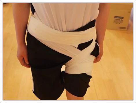 左股関節のテーピング1