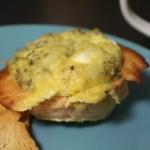 Omeletmuffins met zalm en geitenkaas