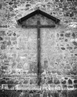 Crucifijo en fachada de Toledo