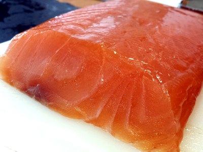 Lomo de salmón curado. Salazón de salmón. Gravad lax