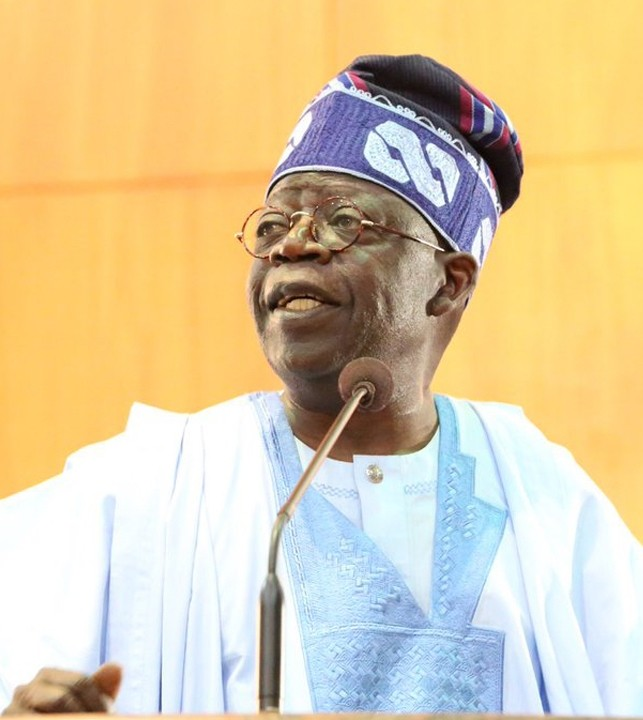 For Real? Tinubu Spotted Rejoicing With Atiku Supporters 2