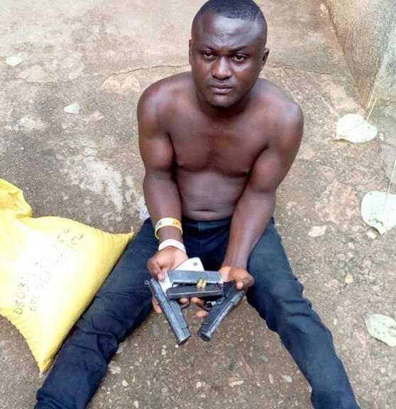 Criminals At Large! Man Caught Delivering Pistols To Gun Runner In Calabar 3