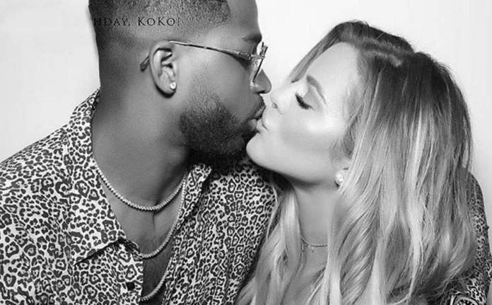 Mom-to-be Khloé Kardashian Cradles Her Baby Bump In Christmas Greeting To Fans 3