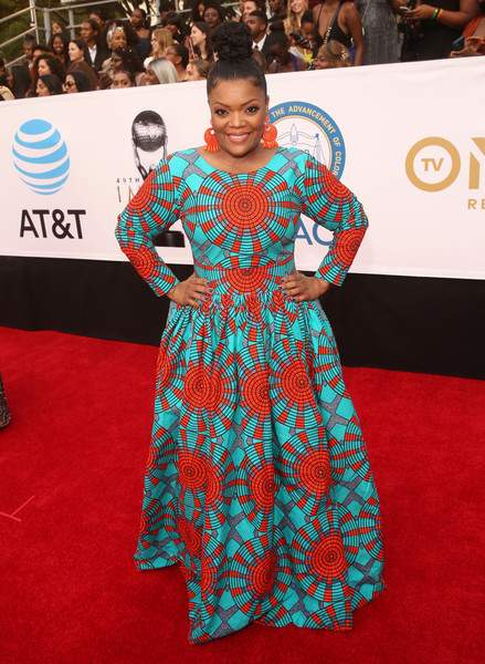 Who What Wear: Yvette Nicole Brown Oozes Natural African Beauty In Vibrant Ofuure Ankara Gown 1