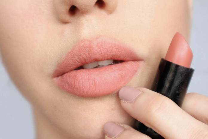 Beauty DIY: 5 Easy-To-Follow Tips To Apply Lipstick Perfectly 4