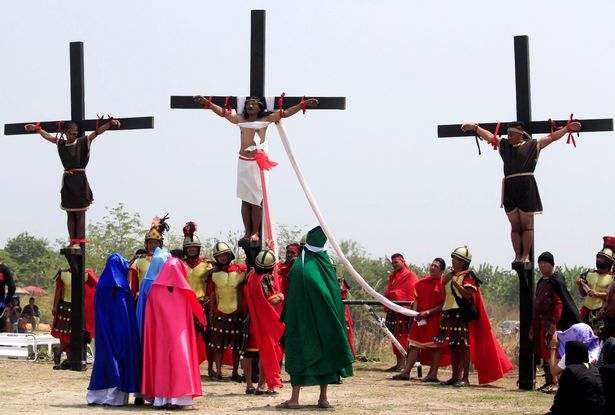 Easter: Filipino Catholics Nail Themselves To Wooden Crosses To Mark Holy Week 4