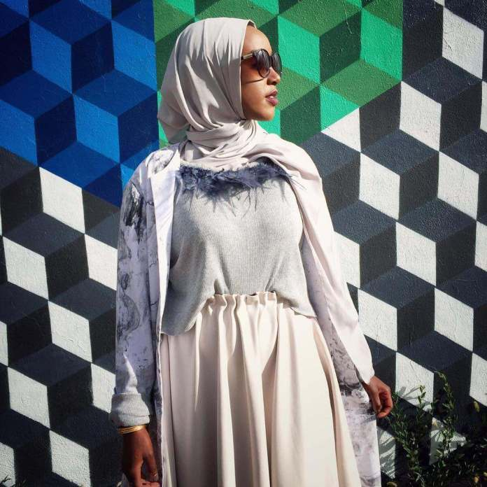 Muslimah Style: Eman Idil Bare Maintains A Clean And Fancy Hijab Style 2