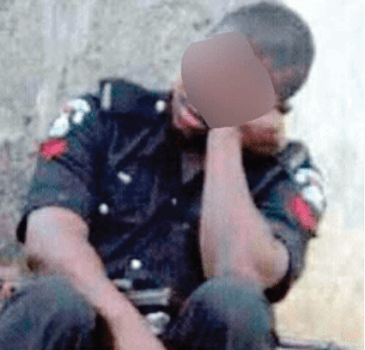 (Video) Police Officer Caught On Camera Beating Pregnant Woman In Lagos 3