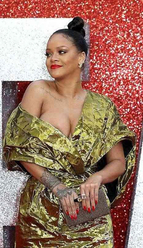 Rihanna Suffers Nip Slip As She Glows In Gold For Ocean's 8 Premiere In London 5