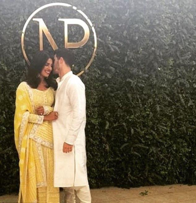 Roka! Nick Jonas And Priyanka Chopra Confirm Their Engagement With Traditional India Ceremony 1