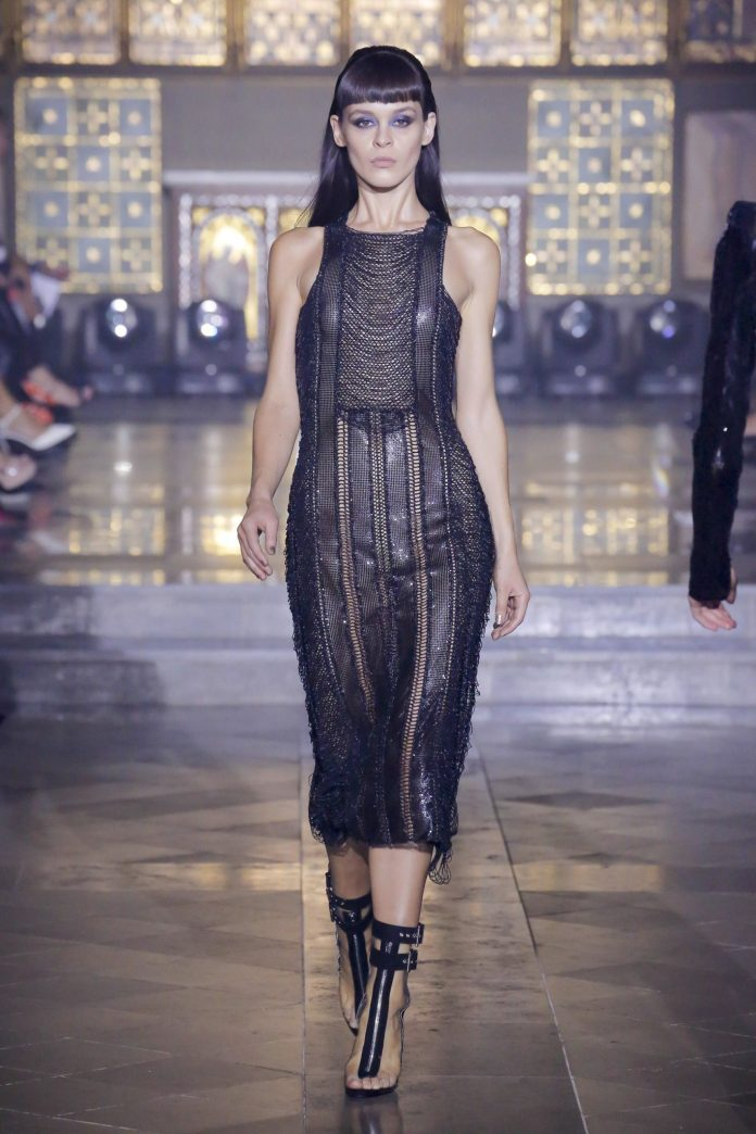 Julien Macdonald Spring 2019 Collection At London Fashion Week 18