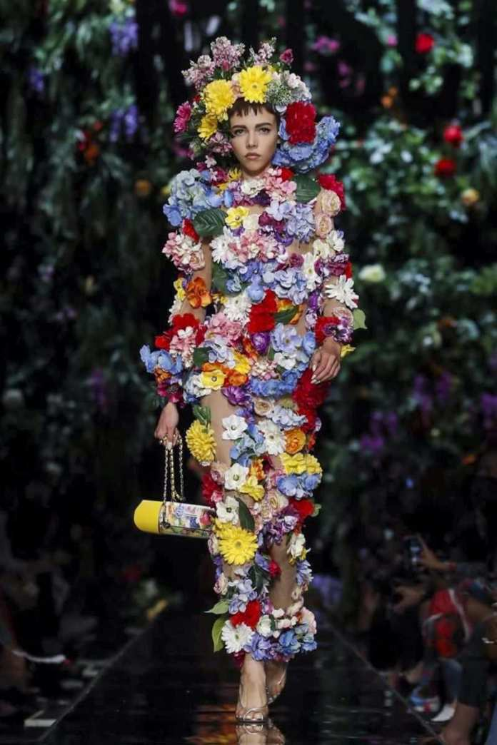 Moschino Ready To Wear Spring/Summer 2018 At The Milan Fashion Week 12