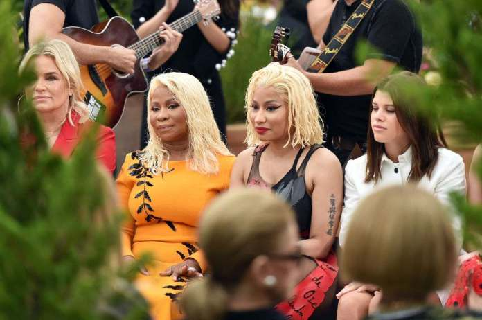Nicki Minaj And Her Mom Look Absolutely Stunning As They Attend Oscar De La Ranta Show 3