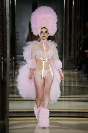 Fascinating! Pam Hogg Spring Summer 2019 Collection At LFW 16