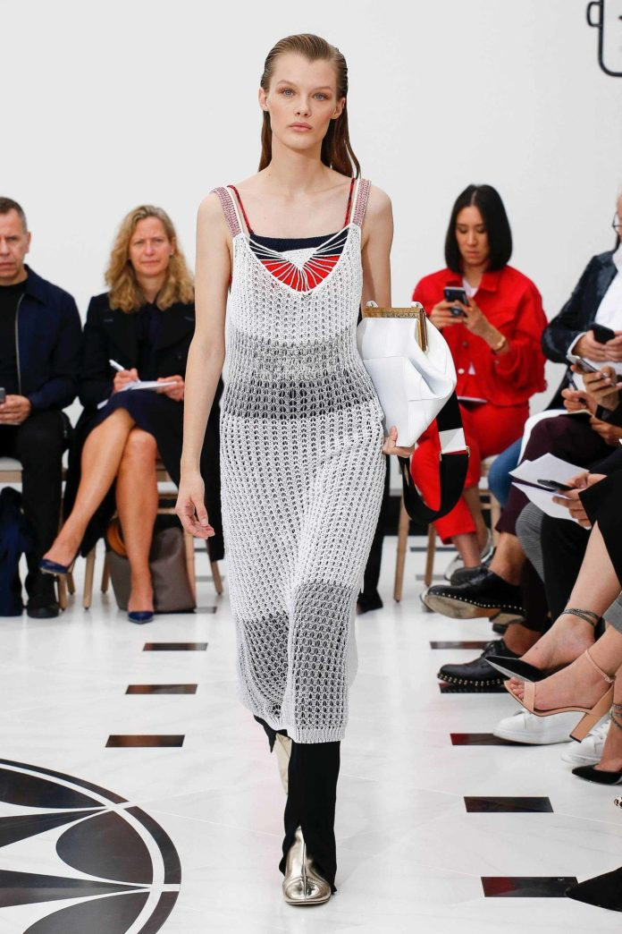 The 21st Century Woman! Victoria Beckham Spring 2019 Collection At London Fashion Week 15