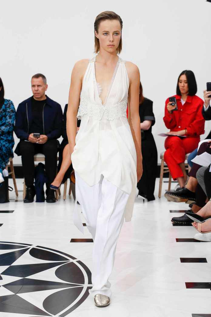 The 21st Century Woman! Victoria Beckham Spring 2019 Collection At London Fashion Week 26
