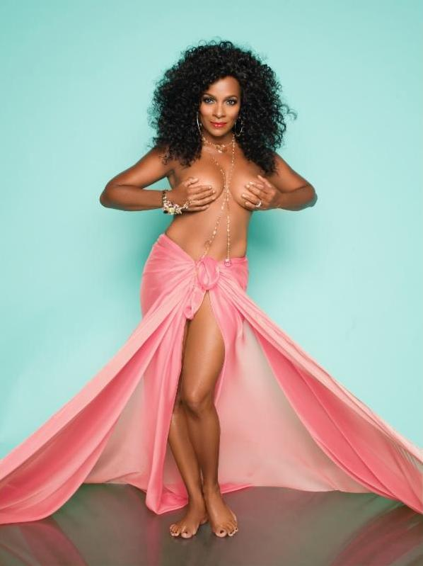 61-Yr-Old Vanessa Bell Calloway Strips To Celebrate 9 Years of Surviving Cancer 2
