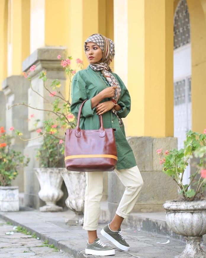 Muslimah Style: Fooziya Wows In Trendy Modest Outfits 2