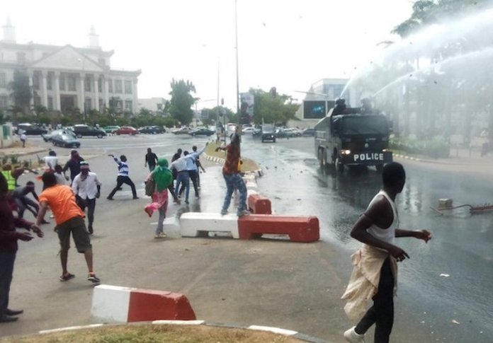 Just In! Tens Dead As Police Clash With Shiites In Abuja 1