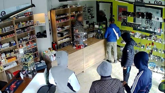 Robbers Asked To Come Back - And Arrested On Their Return 1