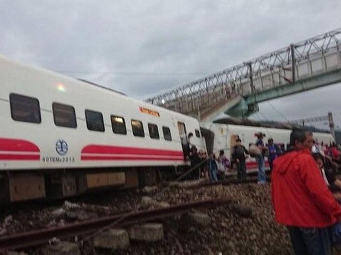 Breaking: 17 Dead, 126 Injured As Train Overturns 2