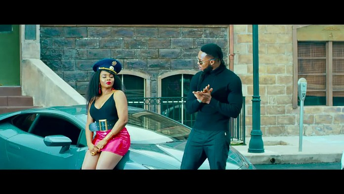 Twitter Fans Not Feeling Flavour & Yemi Alade New Song, Calls It Akamu 1