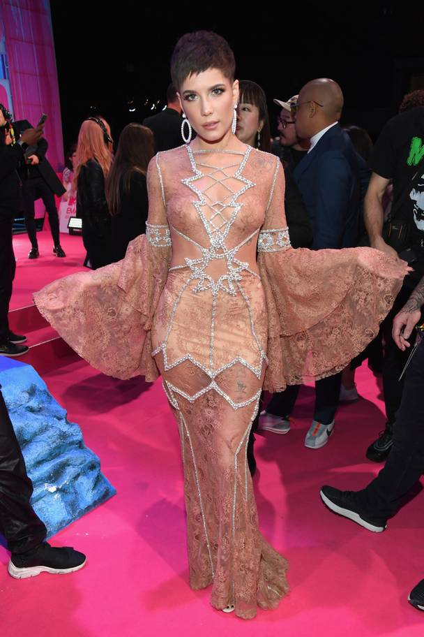 2018 MTV EMAs: The Best Dressed Celebrities On The Red Carpet 4