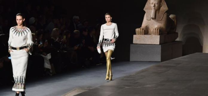 Chanel Turns The Temple Of Dendur Into Catwalk For Its Metiers d'Art Show 3