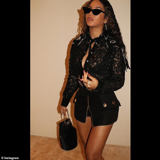 Drip Drip Slay! Queen Bey Flaunts Pert Backside In A Lacy Black Top And Skimpy Mini Skirt 3