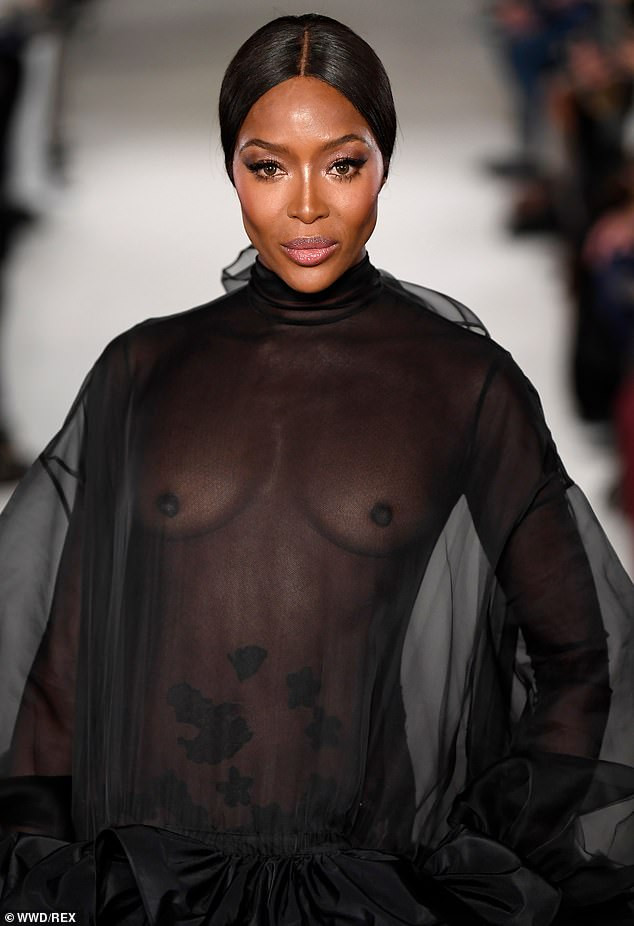 Hawt! Naomi Campbell Goes Braless, Flashes Nipples At The Valentino PFW Show 5
