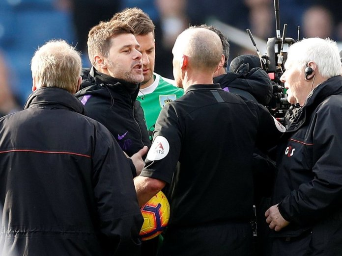 I'm Sorry! Mauricio Pochettino Apologises To Referee Mike Dean For His Misbehaviour 1