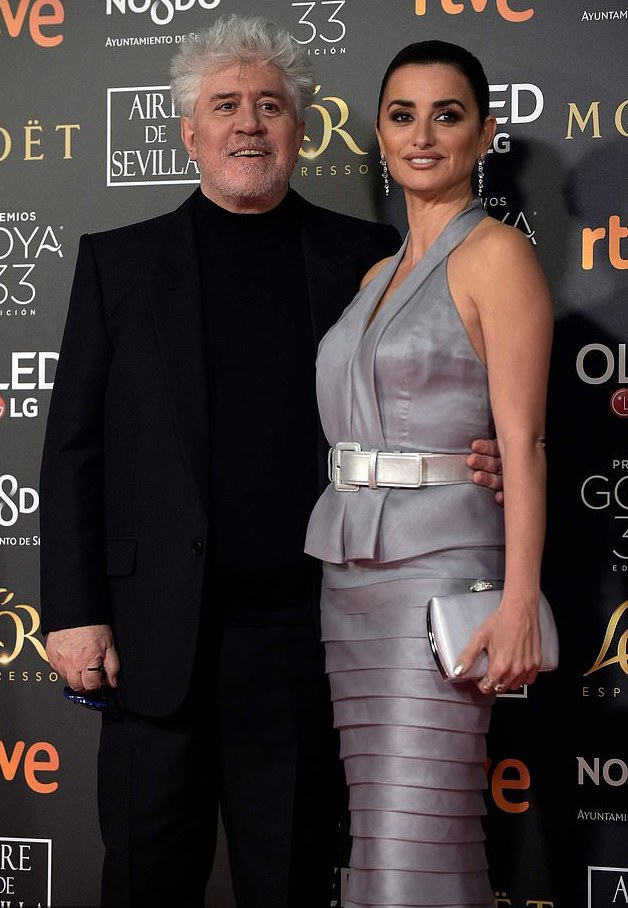 Style Stalking: Penelope Cruz Is Glamorous In Halterneck For Goya Awards 2