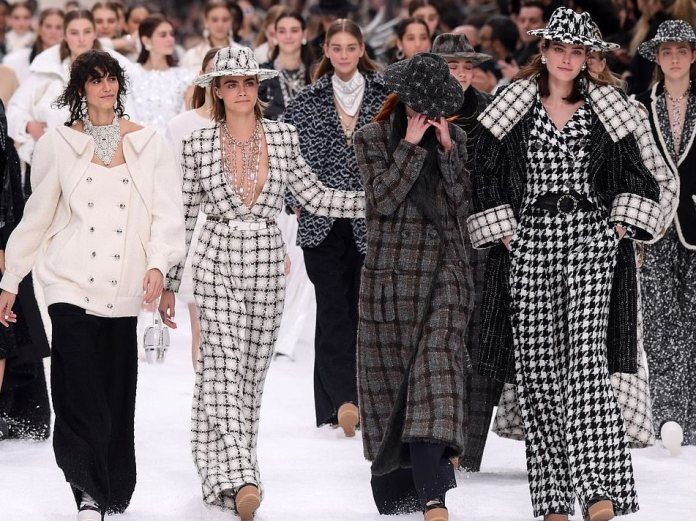 Chanel Muses Cara Delevingne, Penelope Cruz, Kristen Stewart Paraded At Karl Lagerfeld Final Collection 1