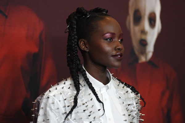 Celebrity Beauty Of The Day: Lupita Nyong'o Is Super Bold In Long Braids And Red Eyelids 1