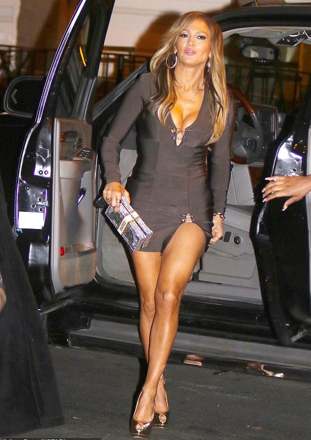 Hot Mama! Jennifer Lopez Flaunts Her Perky Cleavage And Toned Framed In Bodycon Dress 2