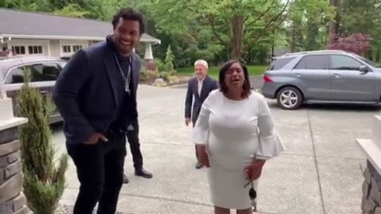Ciara And Husband Russell Wilson Buys His Mother A New House For Mother's Day 2