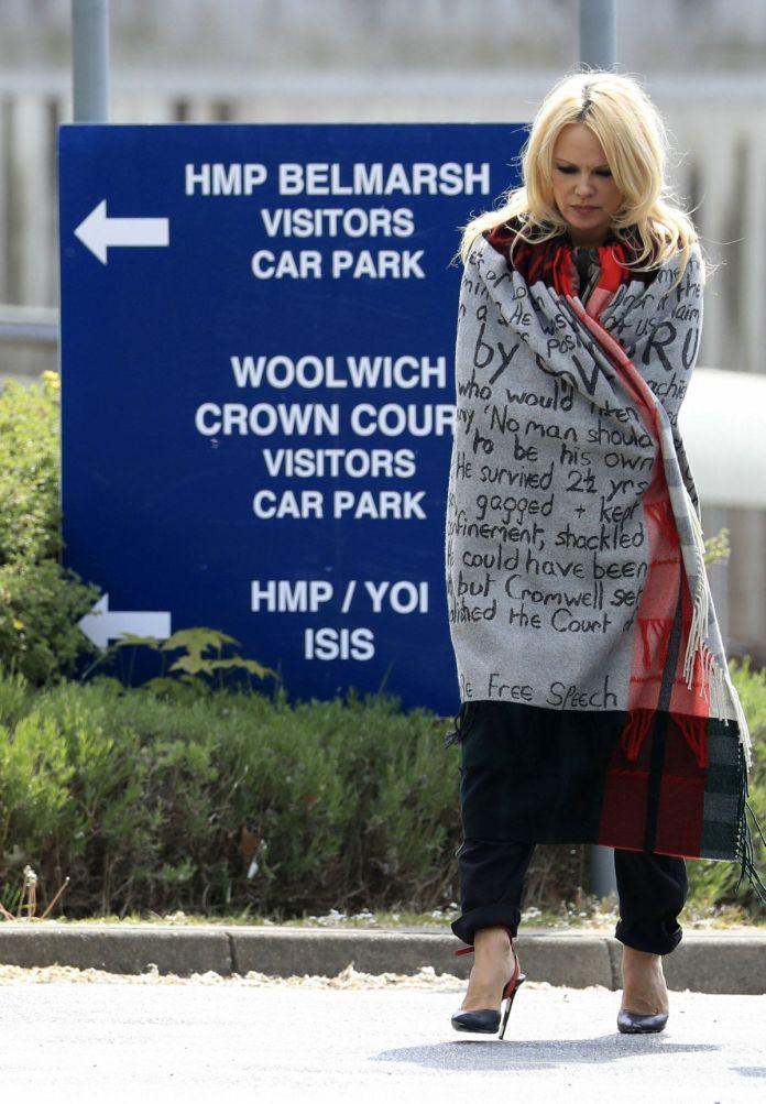 'I Love Him' - Baywatch Actress Pamela Anderson Visits Julian Assange In Prison 2