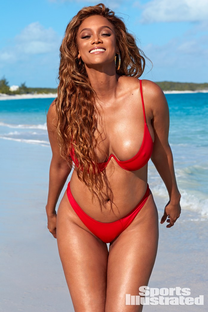 Smouldering! Tyra Banks, 45, Sizzles For Sports Illustrated Swimsuit Cover 3
