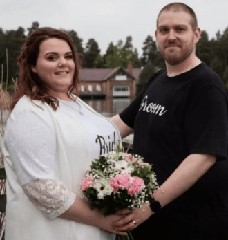 Yay Or Nay? Couple Gets Married In Customised T-Shirts And Jeans To Save Costs