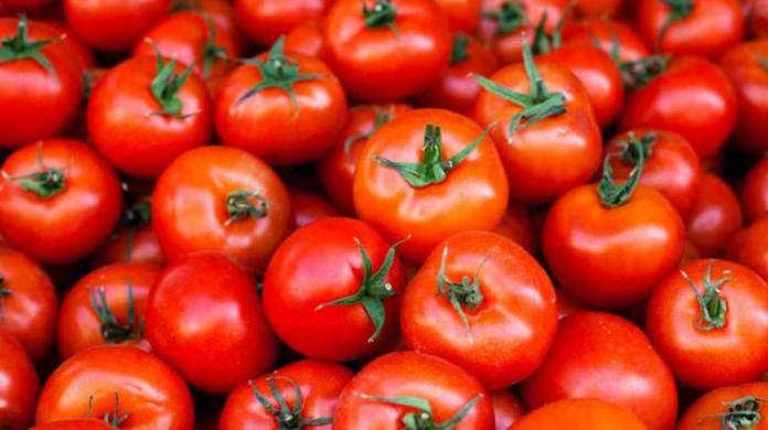 7 Beauty Magics You Can Perform With Tomatoes\