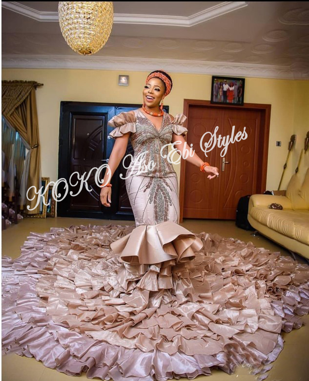 Pack On The Powers Of These Sophosticated Aso Ebi Styles For December Slay! 2